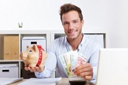 Anzeigen, bezahlte Posts oder Partnerprogramme? Es gibt die verschiedensten Varianten, mit Deinem Blog Geld zu verdienen